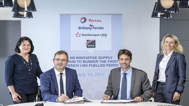 Total, Brittany Ferries, Dunkerque LNG et Groupe Charles André s'associent pour approvisionner en gaz naturel liquéfié le premier ferry français à propulsion GNL. Puteaux. 10 juillet 2017